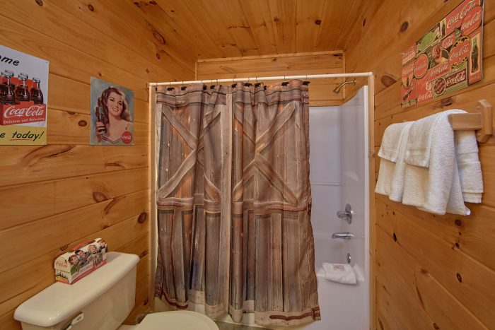 2 Bedroom Cabin with 2 Showers - Grin N Bear It