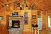 1 Bedroom Honey Moon Cabin with Cozy Fireplace