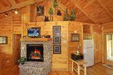 1 Bedroom Honey Moon Cabin with Cozy Fireplace