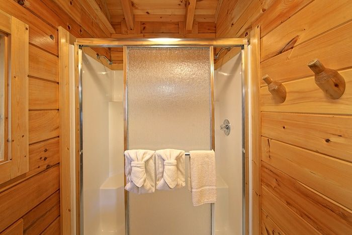 Honey Moon Cabin with Walk-in Shower - Heart to Heart