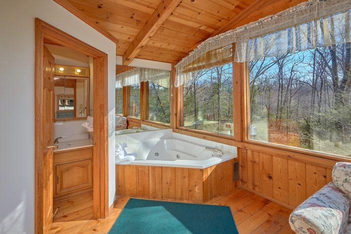 Master Bedroom with King Bed and Jacuzzi - Hearts Desire