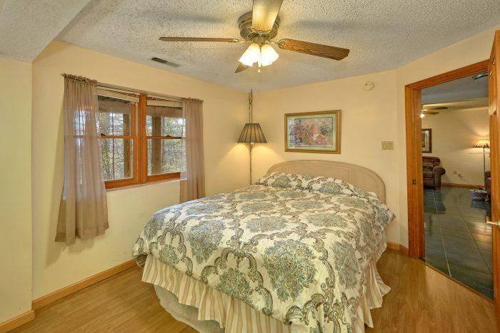 5 Bedroom Gatlinburg Cabin with Queen Bed and TV - Hearts Desire
