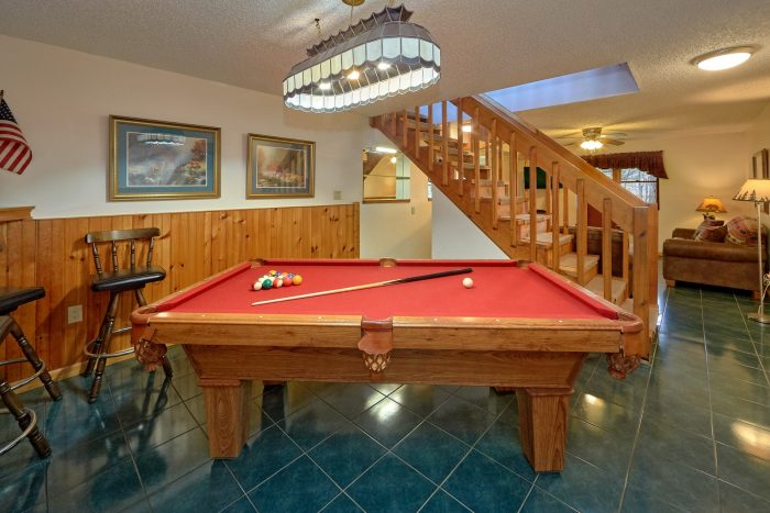 Affordable 5 Bedroom Cabin with Pool Table - Hearts Desire