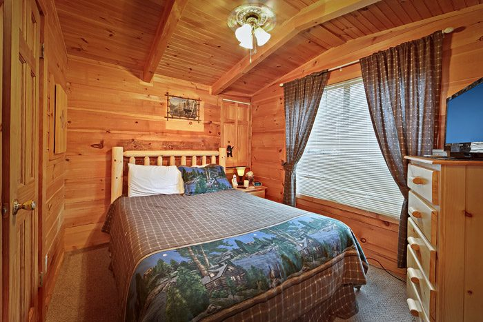 Queen Bedroom in Gatlinburg Cabin - Heavenly Dreams