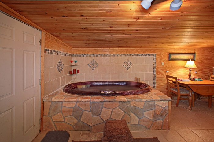 One Level Cabin with relaxing Jacuzzi - Heavenly Dreams