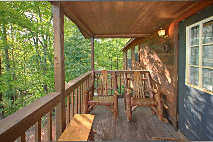 Cabin with Cozy Deck - Heavenly Dreams