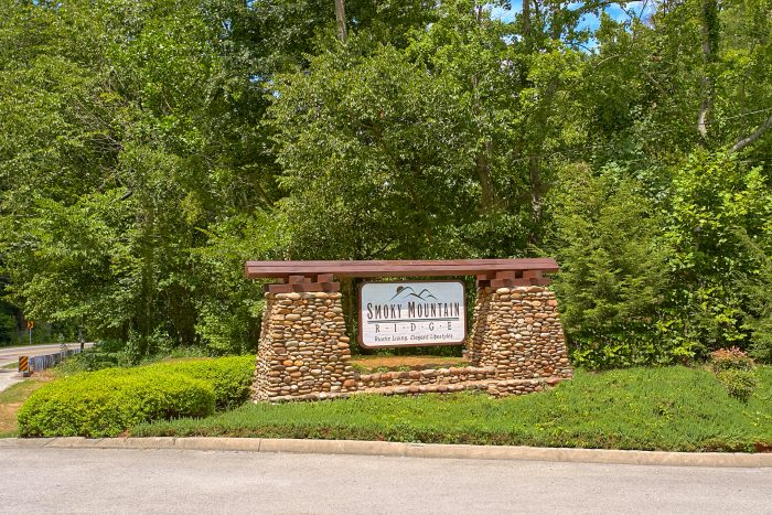 Smoky Mountain Resort Cabins with Pool Access - Heavenly Haven