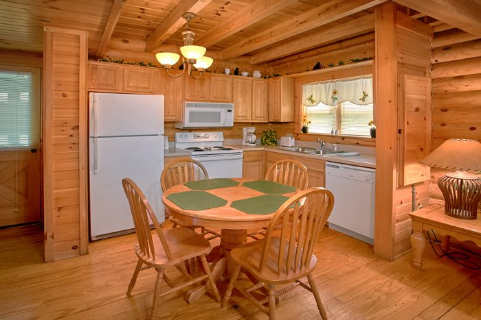 Wears Valley Cabin with Full Kitchen - Heavenly Haven