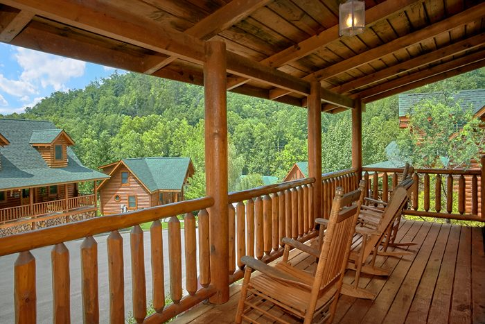 2 Bedroom Resort Cabin with Covered Deck - Heavenly Haven