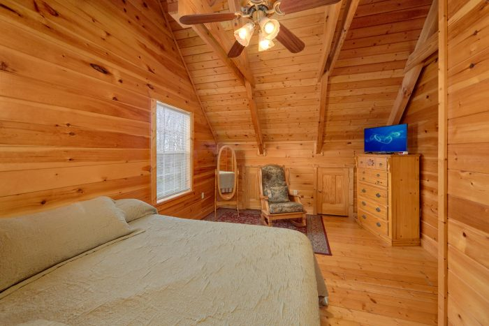Master Bedroom with King Bed and Flatscreen TV - Heaven's Gift