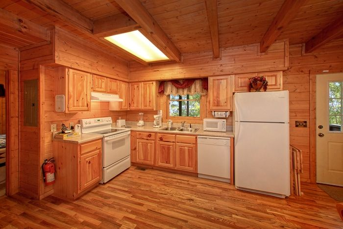 Smoky Mountain Cabin with Fully Equipped Kitchen - Hemlock Hideaway