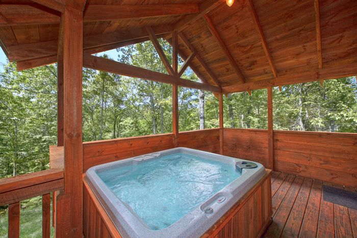 Private 2 bedroom smoky mountains cabin rental for Cabin in gatlinburg with hot tub