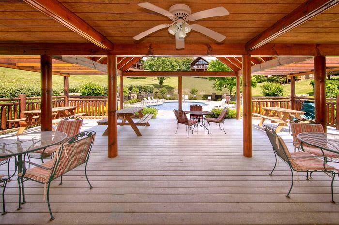 1 Bedroom Cabin with Resort Pool and Patio - Hideaway Heart