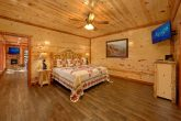 6 Bedroom Cabin with 6 King beds