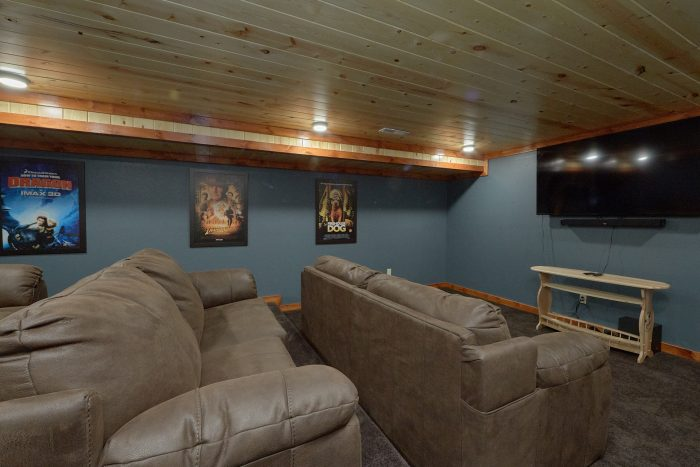 6 Bedroom Cabin with a Private Theater Room - High Dive