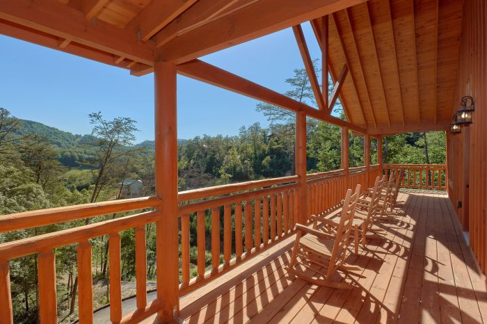 6 Bedroom Cabin with Rocking Chairs on the Decks - High Dive