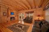 Luxury Smoky Mountain Cabin with fireplace