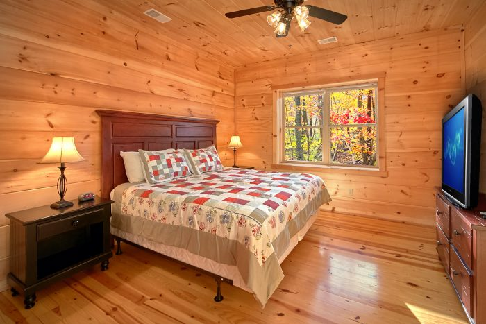 3 Master Suites & Private baths in Luxury Cabin - Hillside Haven