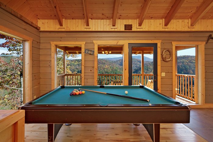 1 Bedroom Smoky Mountain Cabin with Pool Table - Hilltopper