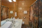 Cabin with 2 queen bedrooms and 1 King bedroom