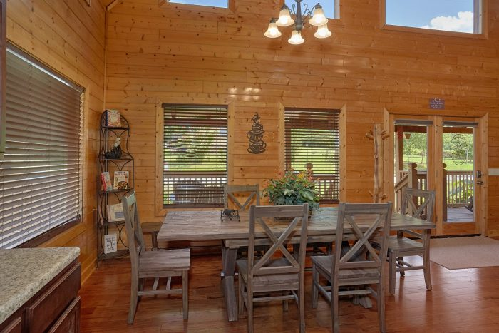 Cabin with open kitchen and bar - Honey Bear