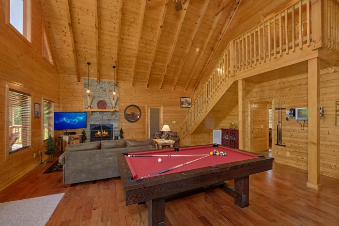 Luxury Cabin with Pool Table and Fireplace - Honey Bear