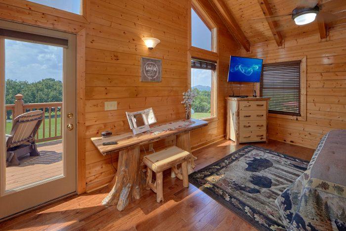 3 Bedroom Cabin with Master Suite in loft - Honey Bear