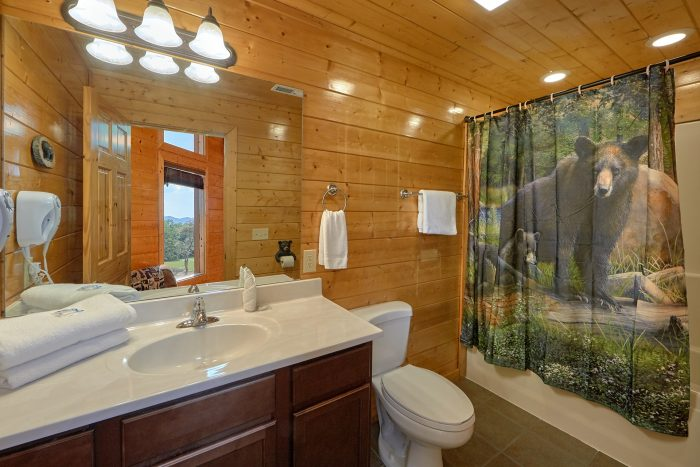Cabin with Private Master Bedroom and Bathroom - Honey Bear