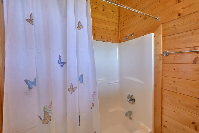 Premium Cabin rental with 3 private bathrooms - Honey Bear