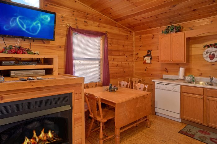Cabin with Full Kitchen and Dining Table - Honey Bear Hill