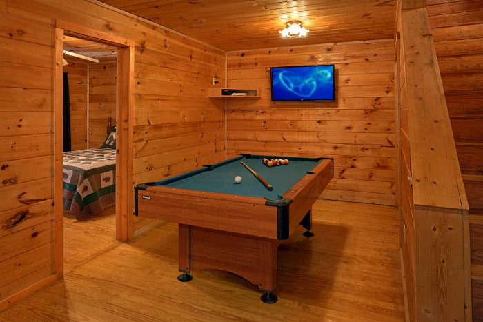 Cabin with Pool Table, Game Room and TV - Honey Bear Hill