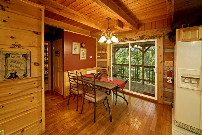 Cabin with Dining Room - Honeysuckle Cottage