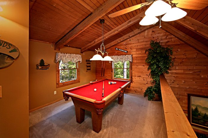 Cabin with Pool Table in Loft - Honeysuckle Cottage
