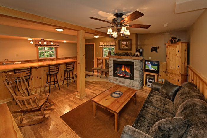 Cabin with Den - Honeysuckle Cottage