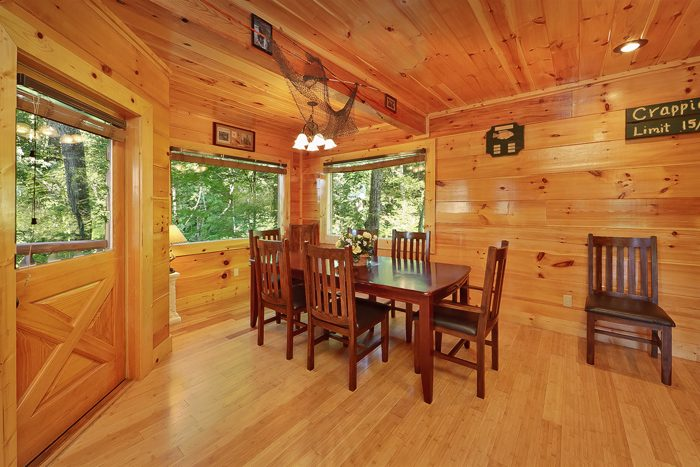 5 Bedroom Cabin with a Large Dining Room Table - Hook, Line and Sinker