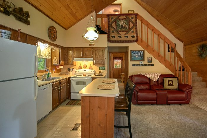 Private 2 Bedroom Cabin with Full Kitchen - Huckleberry Haven
