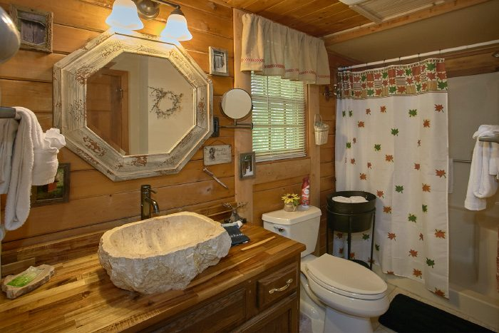 2 Bedroom Cabin with 2 Private Bathrooms - Huckleberry Haven