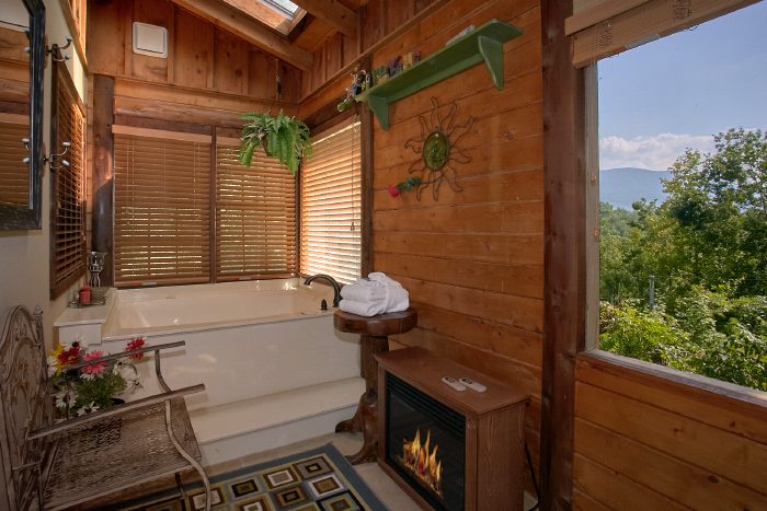 Cabin with Private Jacuzzi Tub in King Bedroom - Huckleberry Haven