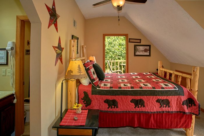 Cabin with Private Queen Bedroom and Bath - Huckleberry Haven