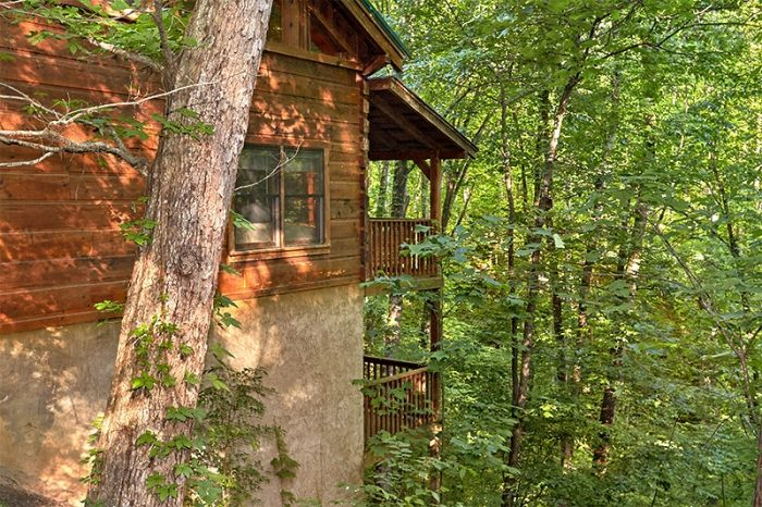 Gatlinburg Secluded 3 Bedroom Cabin Sleeps 8 - Hunting Hollow Haven