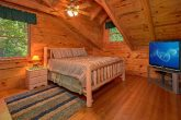 3 Bedroom cabin Sleeps 8 Loft Queen Bedroom