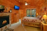 1 Bedroom Cabin with Fireplace in Master Bedroom