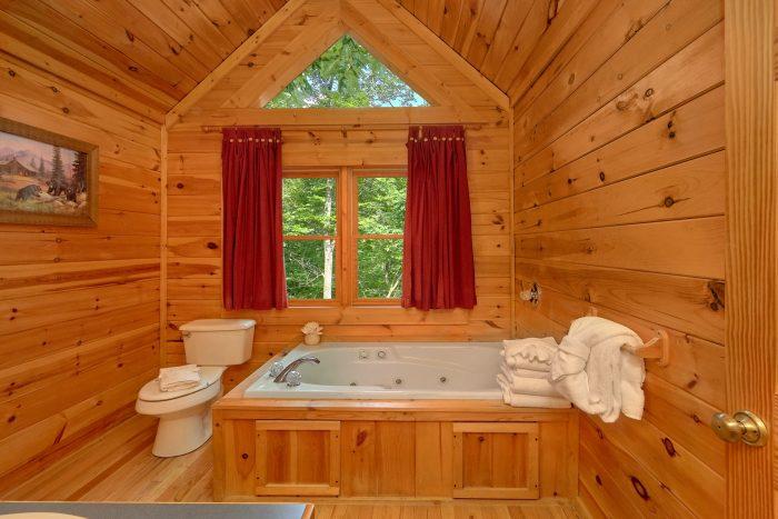 Jacuzzi Tub Master Bedroom - Jasmine's Retreat