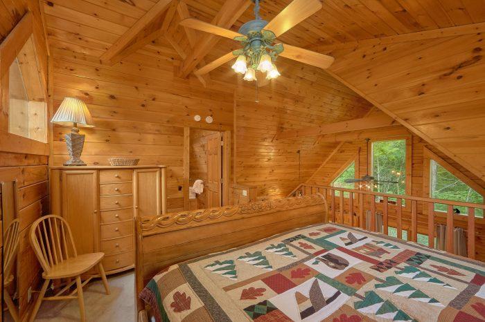 1 Bedroom Cabin with Extra Bed in Loft - Jasmine's Retreat