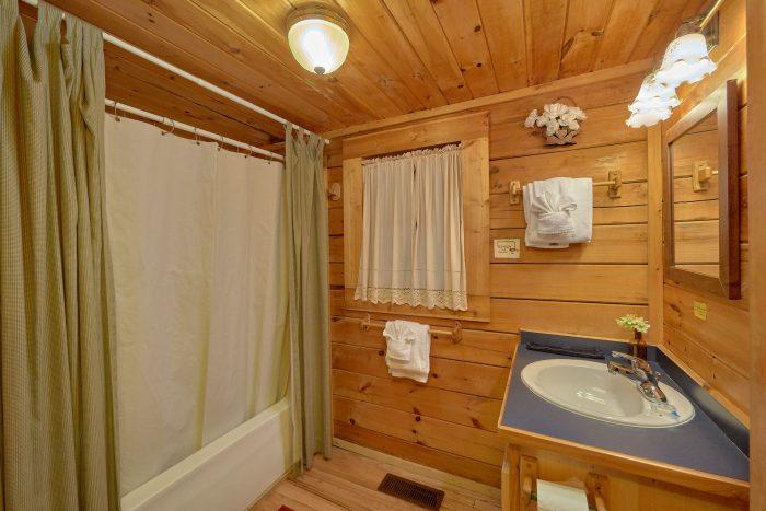 1 Bedroom 2 Bath Cabin Sleeps 6 - Jasmine's Retreat