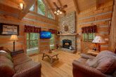 1 Bedroom Cabin with a fireplace in living room