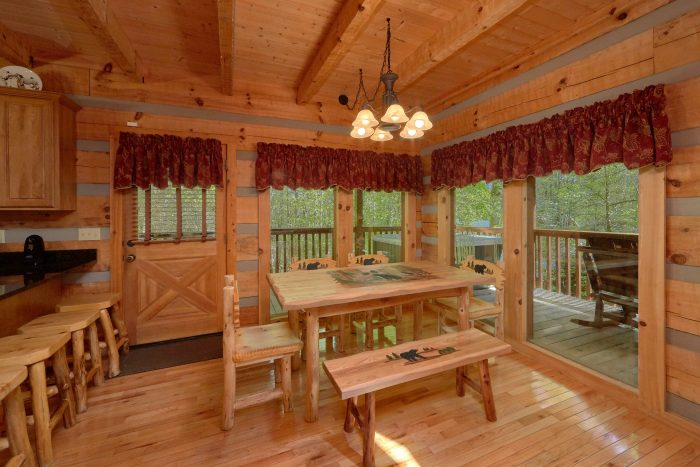 Wears Valley cabin with a eat-in dining room - Kicked Back Creekside