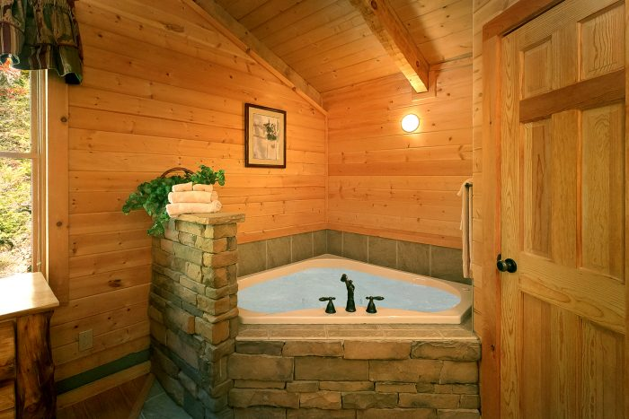 1 Bedroom Cabin with an in-suite jacuzzi tub - Kicked Back Creekside
