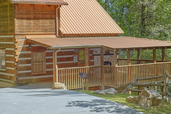 1 Bedroom cabin with a wooded mountain view - Kicked Back Creekside