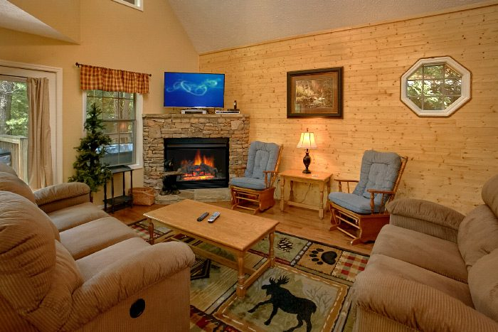 Luxury Cabin with a Furnished Living Room - Kickin Back
